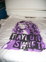 #3000 TAYLOR SWIFT T SHIRT TEE SHIRT SIZE 15/17 NE in Fort Hood, Texas