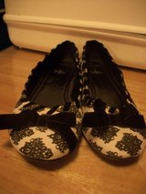 #8010 LADIES FLAT SHOE SIZE 9 VELVET BOW in Fort Hood, Texas